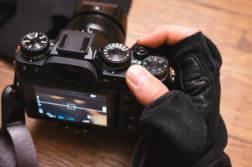冬でも撮影したい!カメラグローブ、指だし・なし、ミトン手袋まとめ | かめらとブログ。