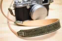本革ストラップ「ULYSSES レザーストラップ スリングショット」。丸型アイレットのカメラにおすすめです | かめらとブログ