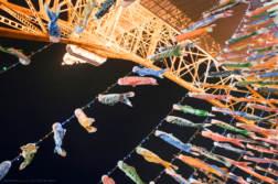 鉄塔より低い333匹の「鯉のぼり」。 夜の「東京タワー」で鯉のぼりを撮ってきました。 - 写真スポットで撮ってきました。 | かめらとブログ