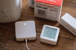 お部屋の温度湿度対策に。SwitchBot温湿度計が手軽にログがとれたりスマート家電と連携できてとっても便利 | かめらとブログ。